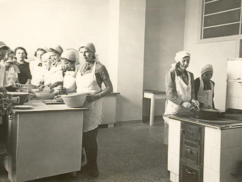 Hist. foto vyuka v uc. 1