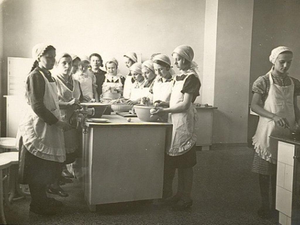Hist. foto vyuka v uc. 2