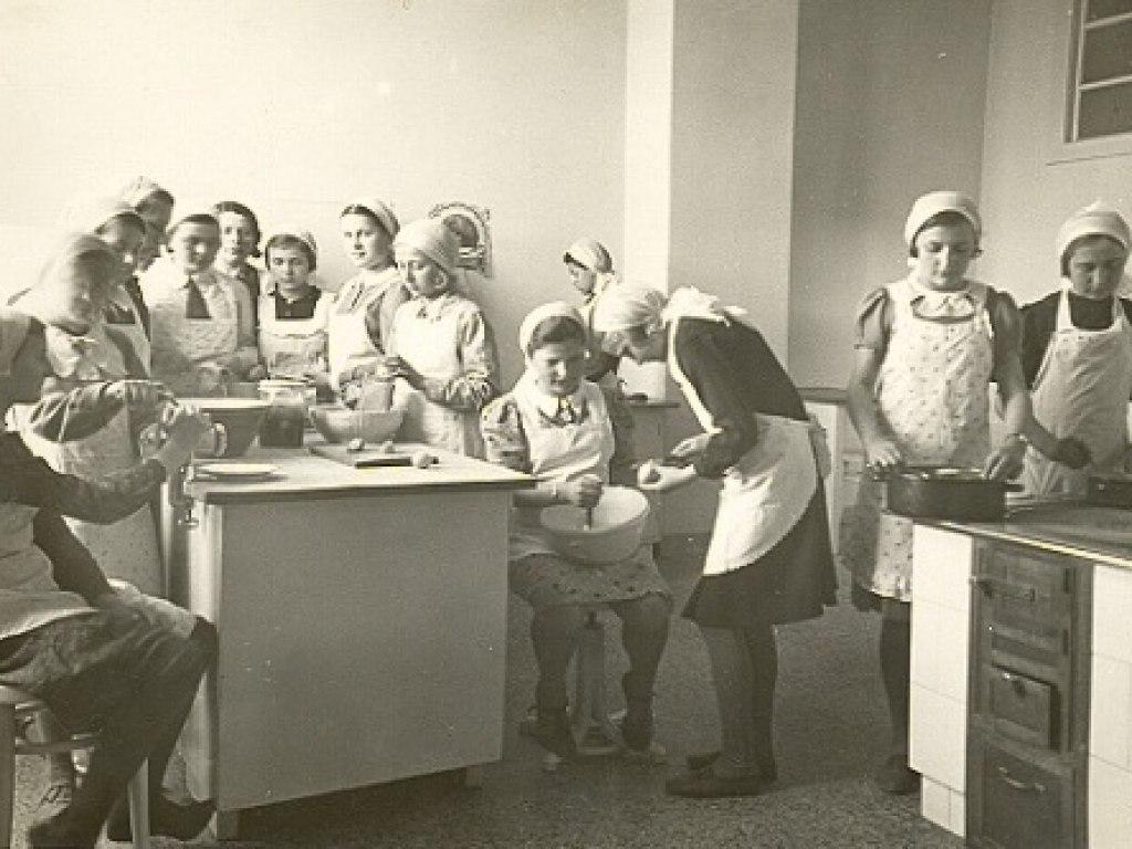 Hist. foto vyuka v uc. 4