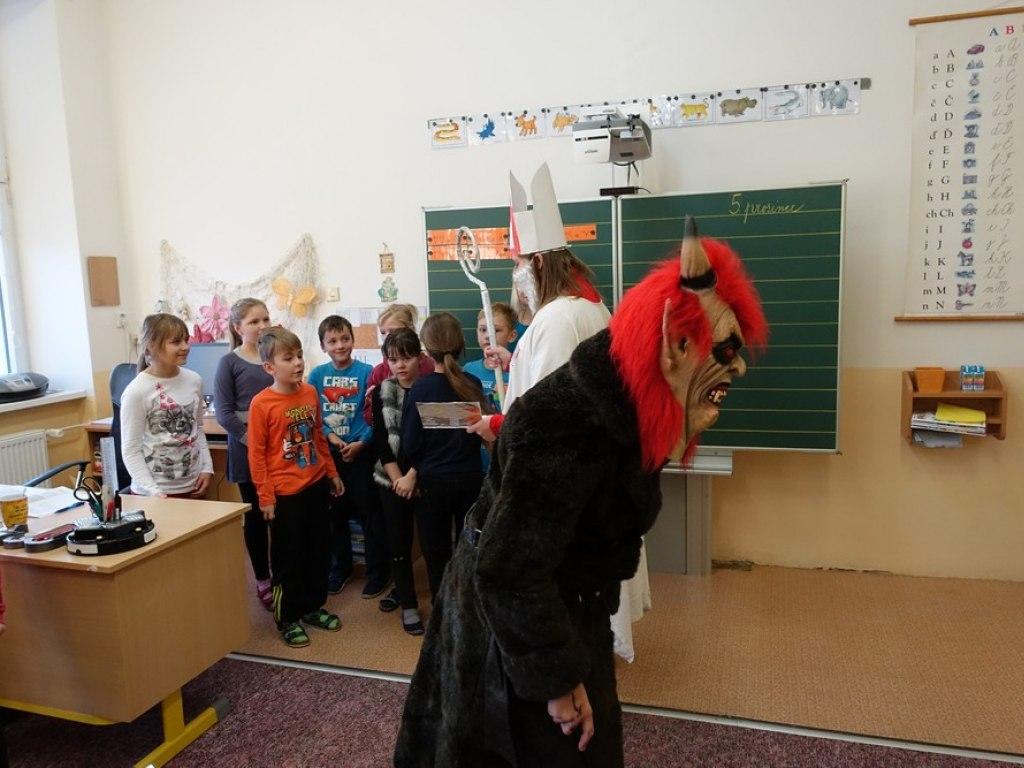 Mikulas ve skole  10