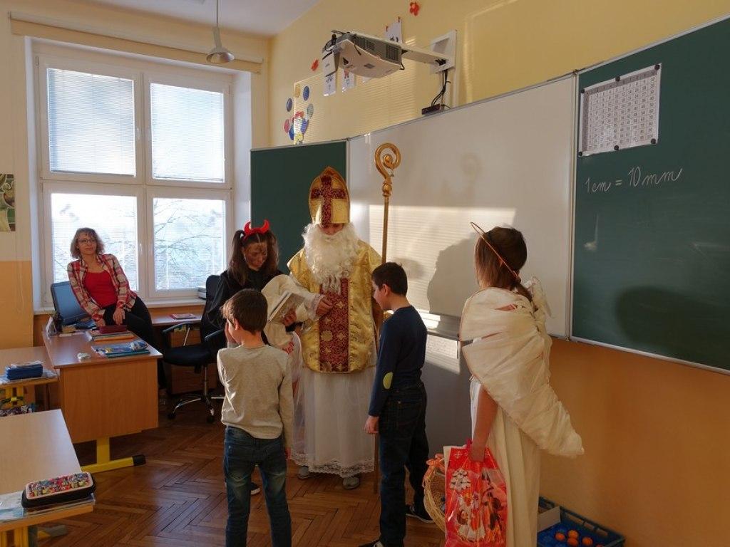 Mikulas ve skole  12