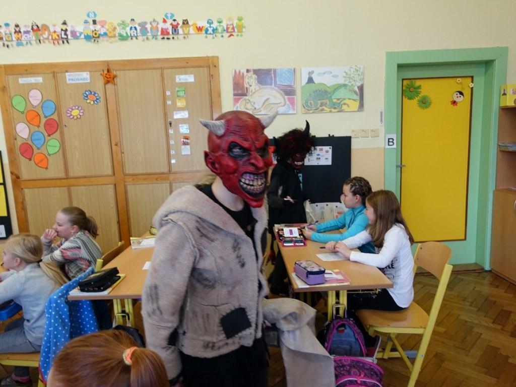 Mikulas ve skole  31