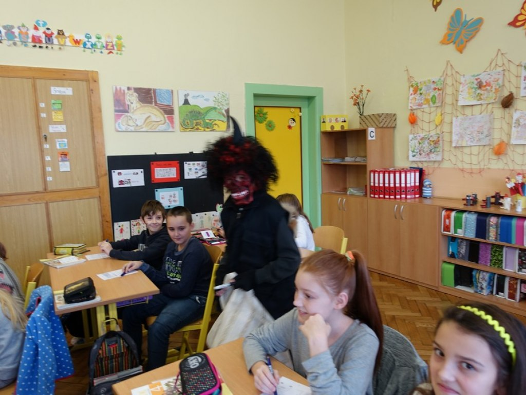 Mikulas ve skole  32