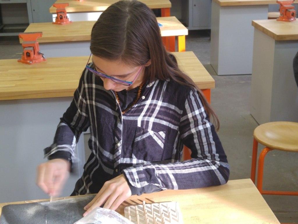 8. A práce se dřevem a konstrukce domku podle návodu 2