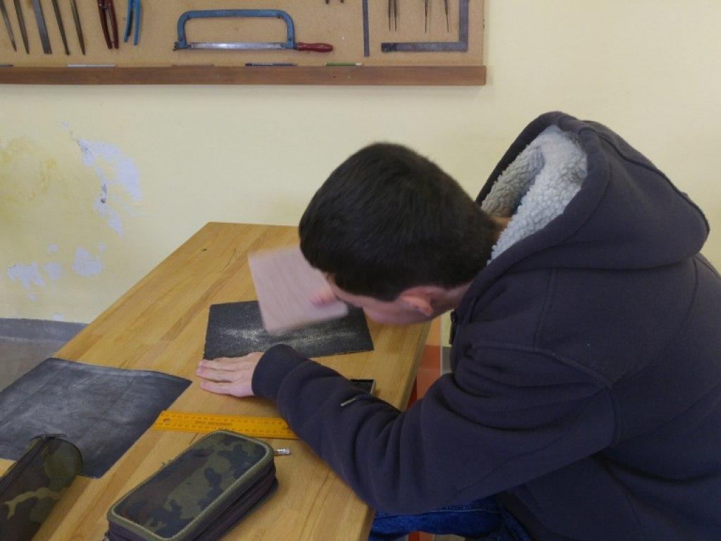 8. A práce se dřevem a konstrukce domku podle návodu 3