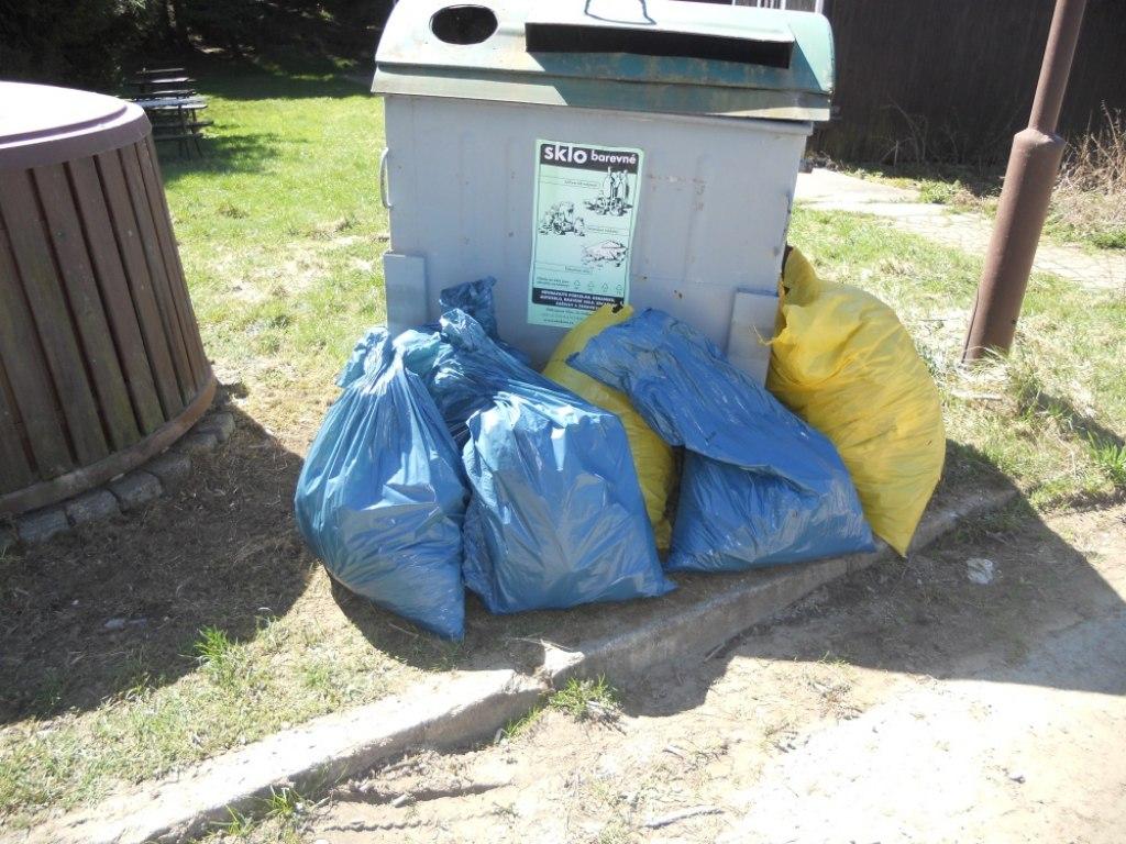 sbíráme odpadky 9.A 4